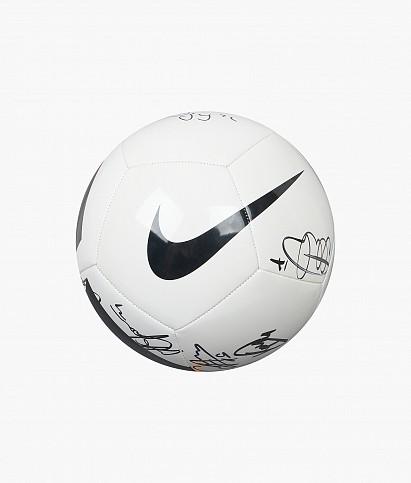 Мяч с автографами